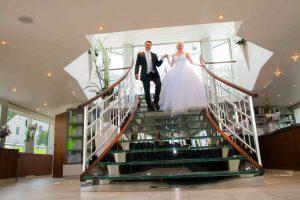 Hochzeitspaar auf Treppe_RGB